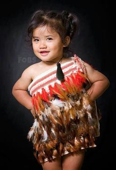 South Pacific Islanders - the absolute cutest attire for a Samoan flower girl Kids Around The World, We Are The World, Beautiful Babies, Beautiful People, Maori Symbols, Polynesian Culture, Precious Children, Girls Rules, Portraits