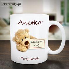 Słodki kubek z napisem kocham Cię jest idealny dla Twojej dziewczyny! W nim kawa oraz herbatka będą smakowały dużo lepiej :)  https://eprezenty.pl/kubek_walentynkowy_mis_twoj_tekst,p,61007.html