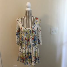 River island smock dress! Gently worn dress in great condition!   ❤️can be worn as both a top and a dress with a tiny waist belt!   ❤️Nice stretchy fabric that hugs in the right places! River Island Dresses Mini
