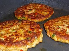 Tuna meatballs- Thunfischfrikadellen Tuna cakes, a delicious recipe from the … - Shrimp Recipes, Salmon Recipes, Shellfish Recipes, Pizza Recipes, Easy Corn Fritters, Tuna Cakes, Crab Cakes, Healthy Snacks, Healthy Recipes