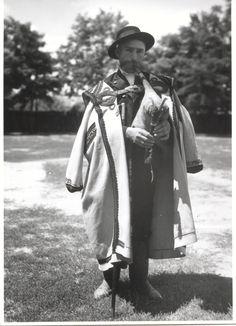 Koós József Borsosberényi dudás Folklore, Hungary, The Past, Raincoat, Studio, Dress, Jackets, Fashion, White People