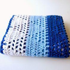 Triangles & Stripes baby blanket: free crochet pattern