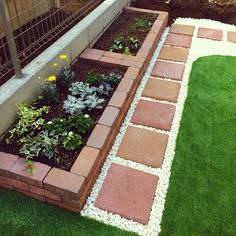 Easy Desert Landscaping Tips That Will Help You Design A Beautiful Yard Cheap Landscaping Ideas, Front Yard Landscaping, Pavers Ideas, Mulch Landscaping, Diy Patio, Backyard Patio, Backyard Ideas, Diy Outdoor Party, Landscape Design