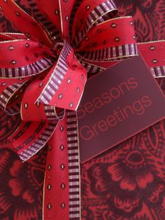 RAINDROPS on RIBBON .By Carolyne Roehm in a unique red and purple print paper and coordinating print bow! Creative Gift Wrapping, Present Wrapping, Creative Gifts, Wrapping Ideas, Christmas Gift Wrapping, Christmas Love, Christmas Presents, Christmas Decorations, Merry Christmas