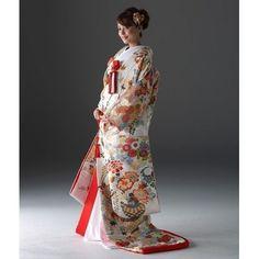 KYOKANE WEDDING(キョウカネ ウエディング)【人気の淡い色新作登場!!】白きりばめの打掛|ウエディングドレスを探す|ゼクシィ