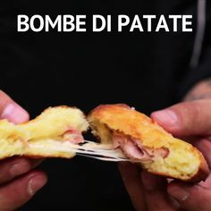 Fast potato bombs- Bombe di patate veloci FAST POTATO BOMBS: fried, streamlined and ready in a very short time. Perfect for aperitifs, buffets or as a delicious second course! Cooking Recipes, Healthy Recipes, Cheap Recipes, Cooking Games, Easy Recipes, Fast Easy Meals, Yummy Food, Tasty, Diy Food