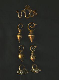 #Dayak earrings. Reproduction brass hand cast. #antingdayak www.kulukgallery.com. Ancient Jewelry, Antique Jewelry, Cambodian Art, Body Jewellery, Hand Cast, Borneo, Ethnic Jewelry, Bling, Brass
