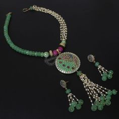 The SUJAYA NECKLACE + EARRINGS  by Indiatrend. Shop Now at WWW.INDIATRENDSHOP.COM