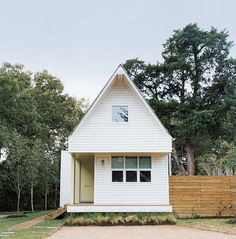 Brett Zamore calls the Houston house he designed for David Kaplan the Shot-Trot because it fuses two regional housing types: the shotgun and the dogtrot. Photo by Misty Keasler.  Photo by: Misty Keasler