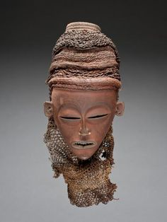 mask Materials wood, raffia, pigment, fat Place of collecting Democratic Republic of the Congo Culture Chokwe Acquisition related person Maurits Bequaert (°1892 - †1973), as donor Date of acquisition 1939-08-01 Dimensions 19,5 cm x 18,5 c