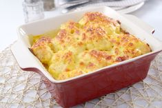This high protein high calorie cauliflower gratin is gluten free, and the perfect savory treat for anyone who needs an extra boost to keep their weight up. Cauliflower Gratin, Cauliflower Casserole, Baked Potato Slices, Cheesy Crust, Tummy Yummy, Gratin Dish, High Calorie Meals, Fish And Seafood, High Protein