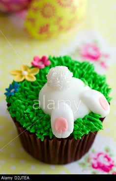Easter bunny cupcake © Ruth Black / Alamy