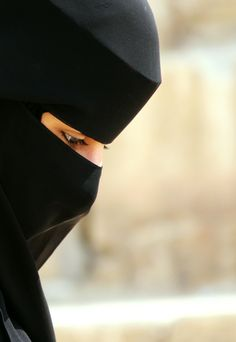 black niqab looks so beautiful photos pictures styles hijab fashion women girl half images girlvalue photo Hijab Niqab, Muslim Hijab, Mode Hijab, Arab Girls Hijab, Muslim Girls, Muslim Women, Hijabi Girl, Girl Hijab, Niqab Fashion