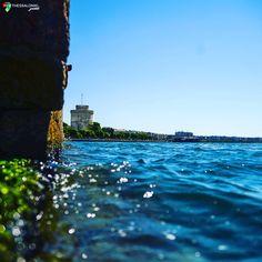 Ο Λευκός Πύργος μέσα από τον Θερμαϊκό Thessaloniki, Iphone Wallpaper, New York Skyline, Tourism, Places To Visit, City, Beach, Water, Travel