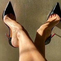 Sexy Legs And Heels, Sexy High Heels, High Heels Stilettos, Stiletto Heels, Beautiful Heels, Gorgeous Feet, Girls Heels, Female Feet, Women's Feet