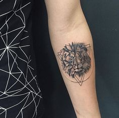Latest Lion Tattoo Designs for Boys & Girls - Neue Tattoos, Body Art Tattoos, Girl Tattoos, Tattoos For Guys, Sleeve Tattoos, Tattoos For Women, Et Tattoo, Piercing Tattoo, Back Tattoo