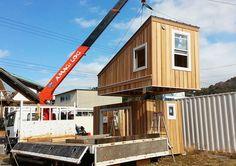 【購入可能】DIYで内装を自由に作り込める240万円の小屋「KIBAKO(amagear タイニーハウス)」で木に包まれる優雅な時間を。|日本発・タイニーハウス販売中! – YADOKARI : スモールハウス・小屋・コンテナハウス・タイニーハウスから、これからの豊かさを考え実践するメディア Home Projects, Tiny House, Sweet Home, Shed, Cabin, Architecture, House Styles, Outdoor Decor, Home Decor