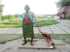 АллА, Киев, Русановка? Бабушка с кравчучкой (в которой курица или индейка)