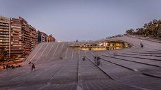 Çatısı Kamusal Alana Dönüşen Kültür Merkezi