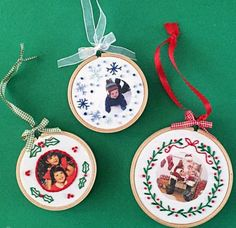 Make keepsake ornaments that will make you smile for years to come with this Embroidered Fabric Photo Ornaments tutorial. By using a small embroidery hoop, a free printable pattern for embroidering your fabric, and your favorite photo. Diy Christmas Star, Christmas Ornament Crafts, Christmas Banners, Personalized Christmas Ornaments, Handmade Ornaments, Handmade Christmas, Christmas Ideas, Holiday Crafts, Country Christmas