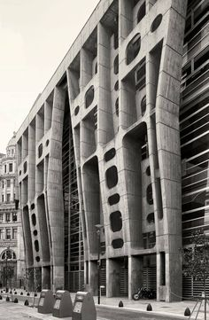 The Bank of London and South America, architecture by Clorindo Testa, in Buenos Aires, Argentine. - The Bank of London and South America, architecture. Concrete Architecture, Futuristic Architecture, Amazing Architecture, Interior Architecture, London Architecture, Interior Design, Brutalist Design, Brutalist Buildings, Photo D'architecture