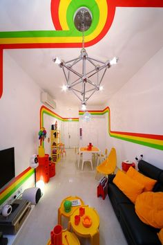 rainbow housee241 Fresh Apartment with Vivid Colors in Hong Kong :The RAINBOW House