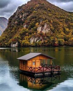 The dream: (i.it) submitted by DJBaphomet to /r/CozyPlaces 0 comments original - Architecture and Home Decor - Buildings - Bedrooms - Bathrooms - Kitchen And Living Room Interior Design Decorating Ideas - Lake Cabins, Cabins And Cottages, Cabin Homes, Log Homes, Beautiful Homes, Beautiful Places, Houseboat Living, Water House, Floating House