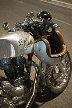 ROYAL ENFIELD.. Sweet looking machine.