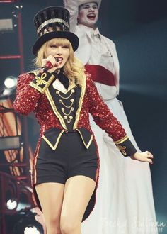 """Taylor Swift singing """"We Are Never Ever Getting Back Together"""" at the Red Tour"""