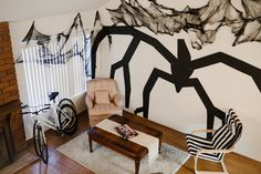 stranger things halloween party - ideas for decorations, shadow monster on the wall, very spooooky Stranger Things Wall, Stranger Things Upside Down, Stranger Things Aesthetic, Stranger Things Season, Stranger Things Netflix, Stranger Things Pumpkin, Stranger Things Monster, Shadow Monster, Ideas 2017