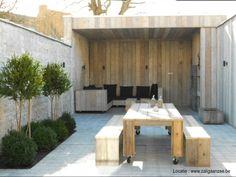Mooie kleine tuin met steigerhout elementen. Inclusief houten veranda en robuuste eetset. <3 #Fonteyn