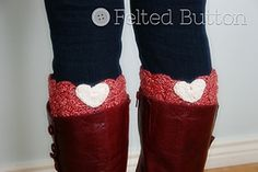 I love boot cuffs! So why not have hearts on them, too! This simple pattern includes instructions for the boot cuffs and how to make them in any size you wish. It also includes instructions for making the itty bitty hearts and putting it all together. Simple, quick and a perfect gift. (I made a pair on the way out the door this morning!)