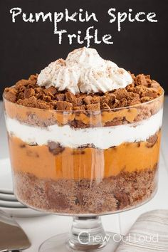 Pumpkin Spice Trifle - Super easy, 120% delicious, and make-ahead recipe for a stress free holiday! #dessert #thanksgiving #christmas