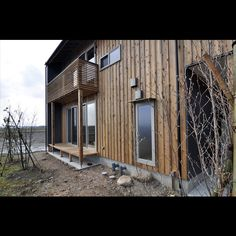土間の薪ストーブライフ。杉板外壁の色合いはこんな感じがよい。