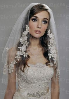 Vintage White Ivory Short Tulle Wedding Bridal Veil Elbow Length Two Layer Beaded Lace Appliques