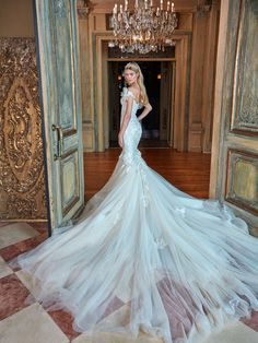 Wedding Gown galia lahav bridal spring 2017 off shoulder sweetheart mermaid fit flare wedding dress (tony) bv long train - Ready to have your day officially made? Grab a cup of tea and get yourself comfortably seated because today we have Dresses Elegant, Stunning Wedding Dresses, Dream Wedding Dresses, Bridal Dresses, Wedding Gowns, Dressy Dresses, Formal Dress, Wedding Bride, Fit And Flare Wedding Dress