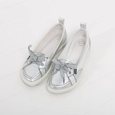 Look who's back! SOPHiE in Silver Star! Hidden away in her cute-as-a-button frame is bundles of cushioning and support that will put a spring in your step! Who loves SOPHiE?  #frankie4footwear #savingsoles #podiatristdesignedfrankie4 #physiotherapistdesigned #australiandesigned