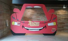 Disney Cars Photo Booth Frame / Ray Mcqueen by mariscraftingparty on Etsy Disney Cars Movie, Disney Cars Party, Disney Cars Birthday, Car Pinata, Car Themed Parties, Car Themes, Lightning Mcqueen, Disney Diy, Birthday Party Tables