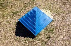 Himmel trifft Erde: Installation von Shirin Abedinirad