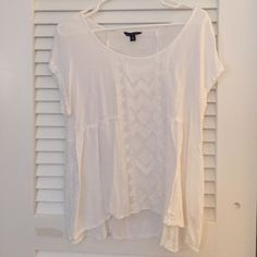 Loose-fit American eagle white embroidered blouse Great summer shirt, throw it on with shorts at the beach or dress it up with jeans and sandals at night. Embroidery down the middle with a high peplum waist. American Eagle Outfitters Tops Blouses