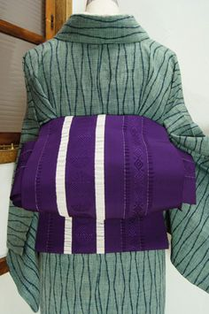 深みのある美しい紫に、水玉やダイヤモンドモチーフがアクセントになったストライプデザインが織り出された単帯です。 #kimono