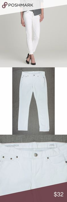 """J.CREW White Denim Matchstick Jeans 29 Short Size - 29 Short  These white matchstick jeans form JCREW are in great condition! They feature a straight leg style.    Measures: Waist: 31"""" Rise: 8"""" Hips: 38"""" Inseam: 31"""" J. Crew Jeans Straight Leg"""