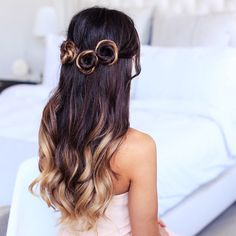 updo hairstyles for girls Top Knot Older Women Hairstyles, Girl Hairstyles, Wavy Curls, Heatless Hairstyles, Beehive Hair, How To Curl Your Hair, Top Knot, Hair Designs, Her Hair
