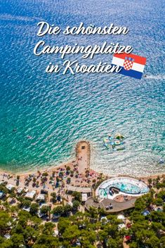Ein Campingplatz in Kroatien ist das ideale Urlaubsziel für die ganze Familie.  Von idyllischen Altstädten und Bergdörfern, die wundervoll in die Natur eingebettet sind, bis hin zu stillen Höhlen und tollen, quirligen Stränden am tiefblauen Meer ist alles dabei. Die ganze Schönheit und das einzigartige mediterrane Klima machen Urlaub in Kroatien zu einem echten Erlebnis. camp dich glücklich mit Vacansoleil Premium Camping in Kroatien! Strand Camping, Touring, Travel Destinations, Cool Designs, Road Trip, Vw Bus, Tricks, Sunlight, Avocado
