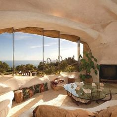 Flintstone Home Inspires Contemporary Residence in Malibu, USA