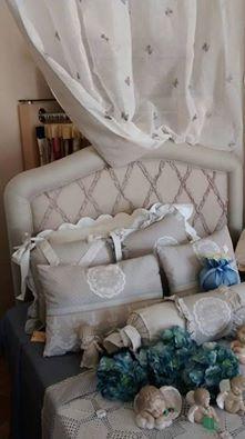SPAZIO AI VOSTRI PROGETTI! Il nostro tessuto Dorotea, in 100% lino, impreziosisce la testata del letto con un romantico e morbido disegno a rombi realizzato su una superficie chiara. Ringraziamo Fantasie Artigianali Serena per il bellissimo scatto fotografico! Località: Sora (FR)  Visita il nostro sito www.ctasrl.com