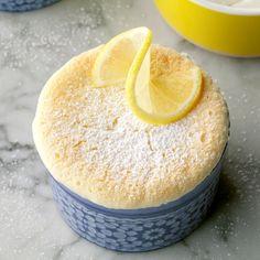 Lemon Pudding Cake Köstliche Desserts, Lemon Desserts, Lemon Recipes, Sweet Recipes, Cake Recipes, Dessert Recipes, Lemon Pudding Recipes, Dessert Bread, Plated Desserts