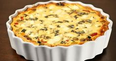 Greek featuring black olives, tomatoes and feta. Quiche Recipes, Brunch Recipes, Breakfast Recipes, Party Recipes, Breakfast Time, Greek Recipes, Macaroni And Cheese, Delish, Food And Drink