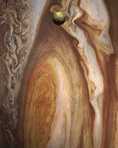 Jupiter dwarfs it's fifth moon, Io. photo by NASA Jupiter Planet, Jupiter Moons, Nasa Moon, Moon Moon, Cosmos, Astronomy Pictures, Astronomy Facts, Space Probe, Space And Astronomy