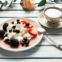 Recept : Cuketové řezy na způsob Sachera | ReceptyOnLine.cz - kuchařka, recepty a inspirace Yogurt, Oatmeal, Breakfast, Fit, The Oatmeal, Morning Coffee, Shape, Rolled Oats, Overnight Oatmeal